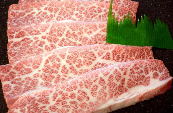 「牛トロ」と呼ばれる稀少な神戸牛カルビ